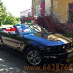 Кабриолет Форд Мустанг черного цвета
