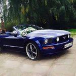 Кабриолет Форд Мустанг синего цвета